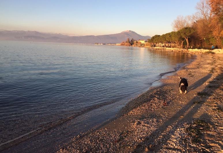蓝色月光加尔达休闲酒店, 佩斯基耶拉 , 海滩