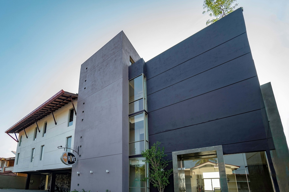 Hive 68 - Hotel and Resorts Negombo