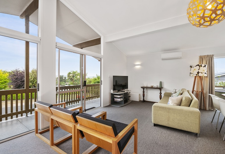 Te Awa View Holiday Home, Taupo, House, 3 Bedrooms, Partial Lake View, Living Area