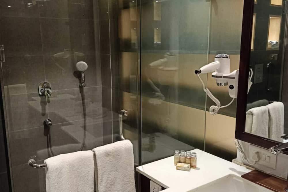 Phòng Cao cấp, 1 giường cỡ king - Phòng tắm