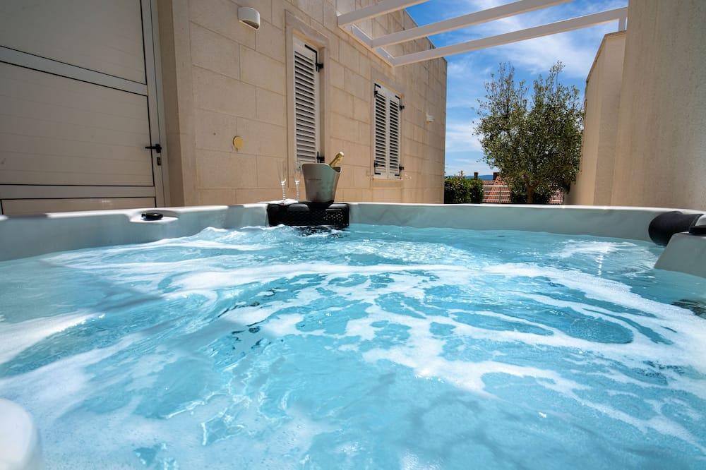 Apartment,2 Bedrooms,Sea View and Hot Tub - Privātā spa vanna