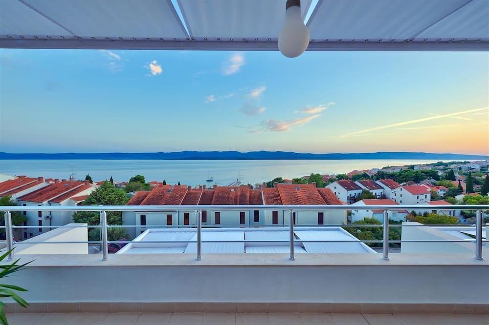 Duplex Apartment,2 Bedrooms,Sea View and Hot Tub - Terase/iekšējais pagalms