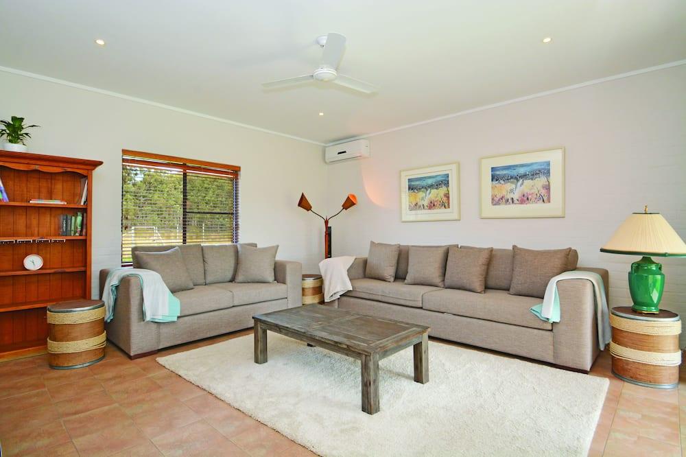 House, 5 Bedrooms, Garden View - Living Room