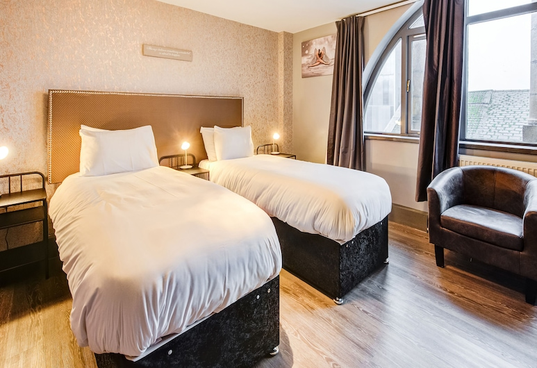 OYO The Grand Central Hotel, Liverpool, Deluxe Twin Room, 2 Twin Beds, Guest Room