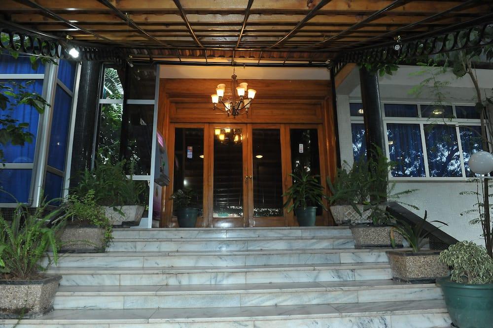 Hadapan Hotel