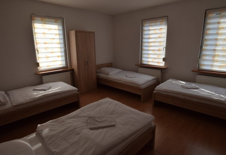 AB Apartments 110 & 111, Stuttgart, Room