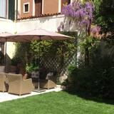 Apartment, 1 Queen Bed, Non Smoking - Garden View