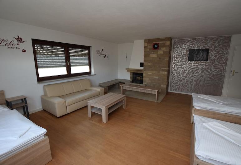 AB Apartments Teckstraße in Esslingen, Eßlingen, Apartment, 6Schlafzimmer, Gemeinschaftsbad (Apt 131 incl. cleaning fee EUR 100), Zimmer