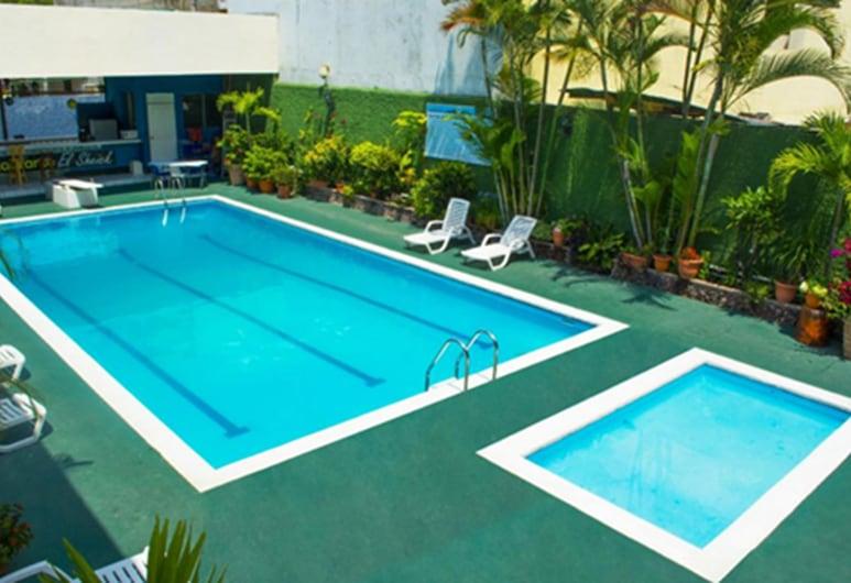 帕雅奎飯店, 埃斯基普拉斯, 游泳池