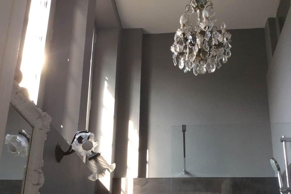 Deluxe Room (Chambord) - Bathroom