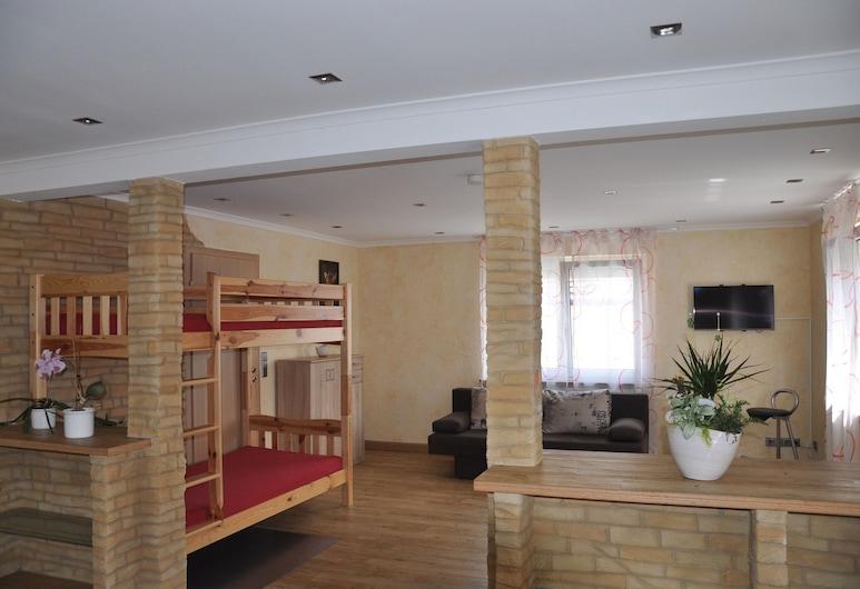 كيفر أبارتمنتس, رست, شقة - غرفتا نوم (Hauptgebäude), منطقة المعيشة