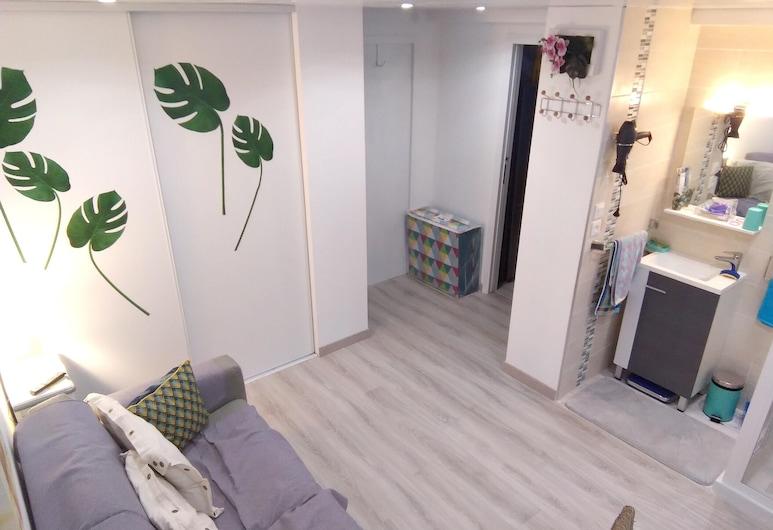 土伦一居公寓酒店 - 附专属花园及无线上网 - 离海滩 7 公里, Toulon, 起居室