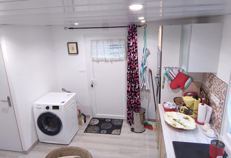 Apartment With one Bedroom in Toulon, With Enclosed Garden and Wifi - 7 km From the Beach, Toulon, Private kitchen
