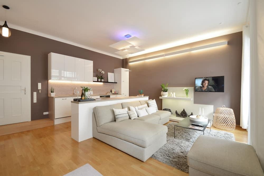 Design Apartment, 2 Bedrooms, Accessible, City View (Asante) - Living Area