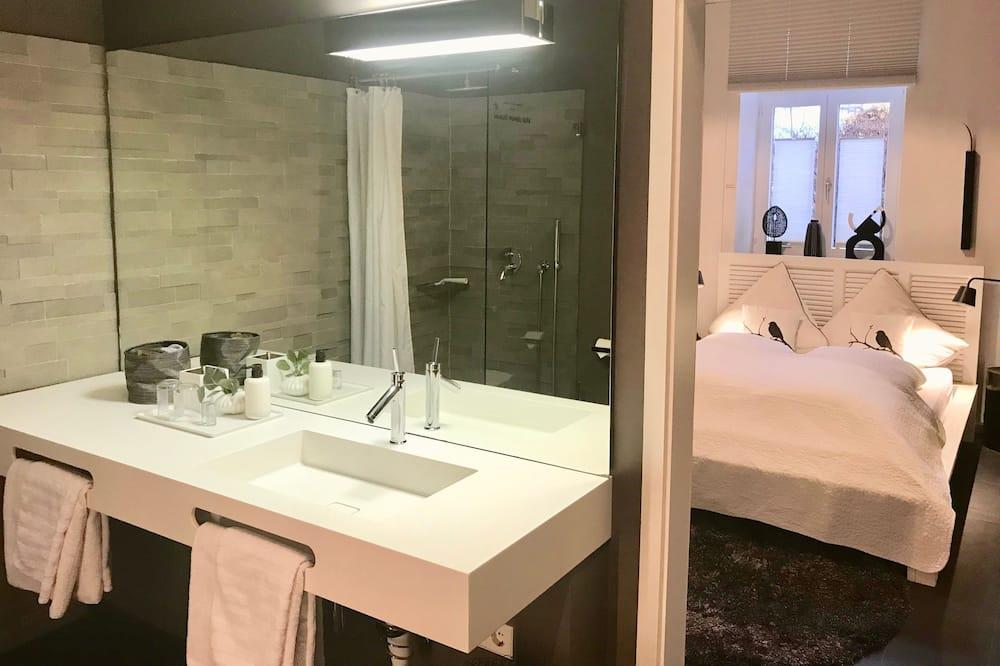 Apartament typu Deluxe, 2 sypialnie, przystosowanie dla niepełnosprawnych, widok na miasto (Puro) - Łazienka