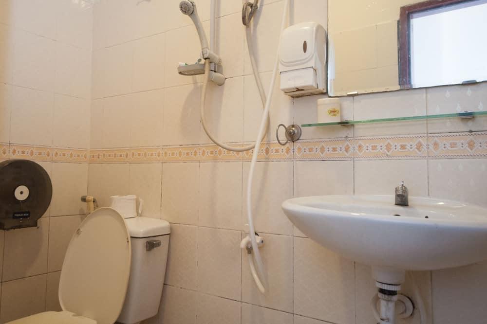 Gemeinsamer Basic-Schlafsaal, Mehrere Betten, Nichtraucher - Badezimmer