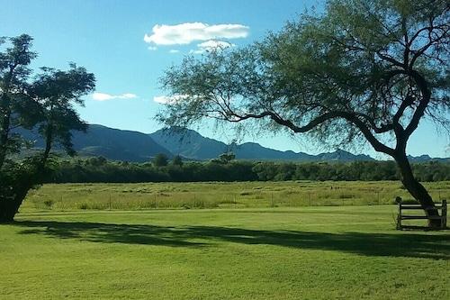 サンタガートルディスレーンの隠された牧場の家/