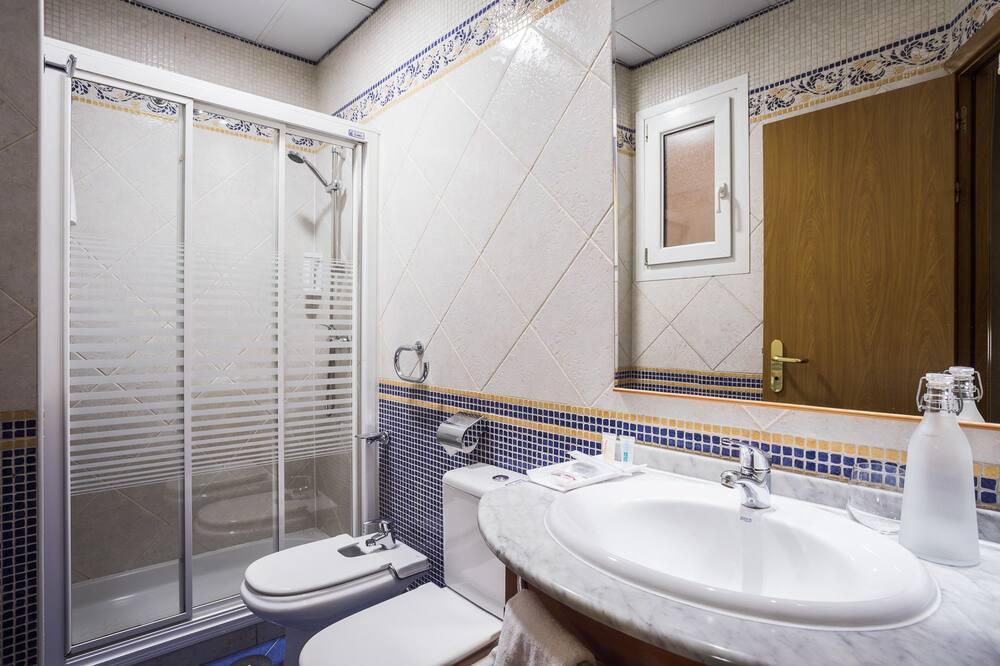 Double or Twin Room (Interior) - Bathroom