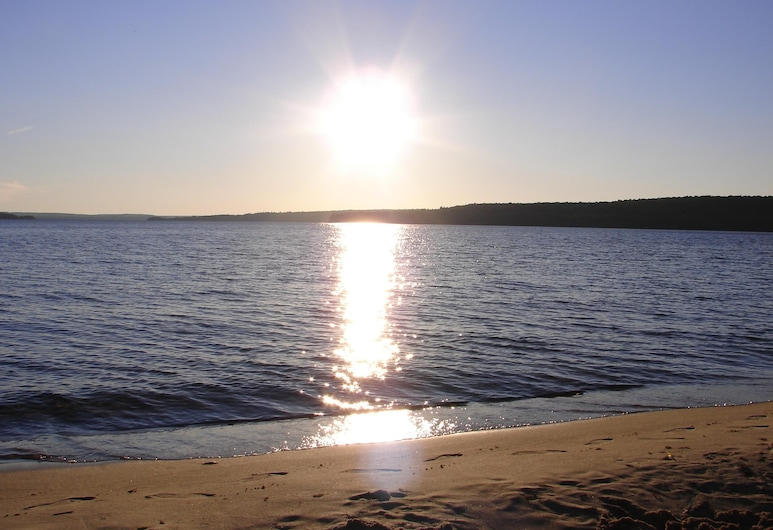 Comfortable Family Friendly Situated on the Shore of Munising Bay Lake Superior, Munising, Strönd