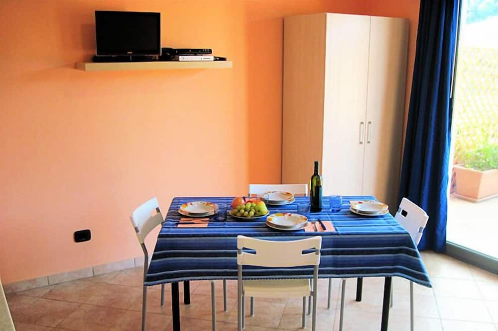 Apartment, 1 Bedroom, Terrace - In-Room Dining