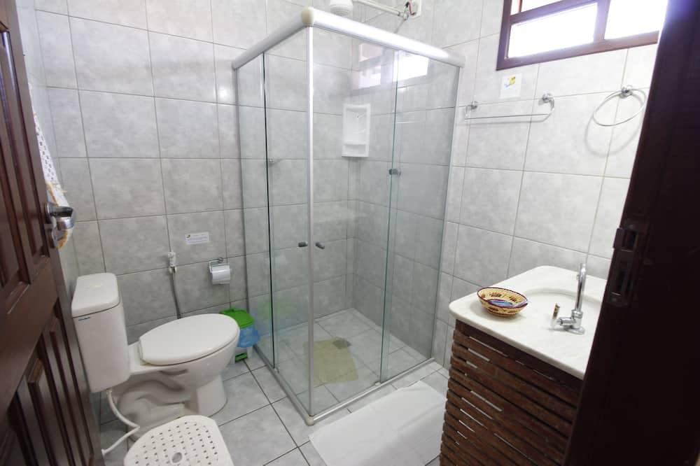 Basic Dört Kişilik Oda, Birden Çok Yatak, Sigara İçilmez - Banyo