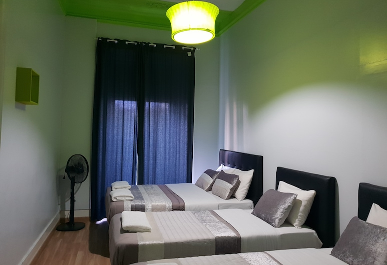 SHANGRILA HOSTEL, Lisbon, Family Room, Private Bathroom, Shared kitchen