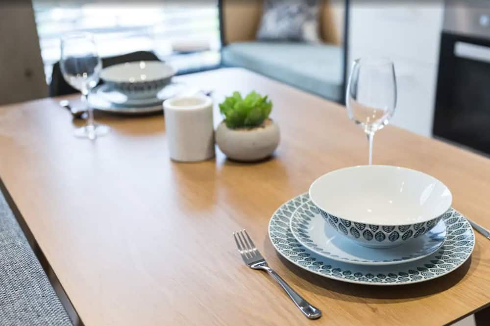 One Bedroom Apartment - In-Room Dining
