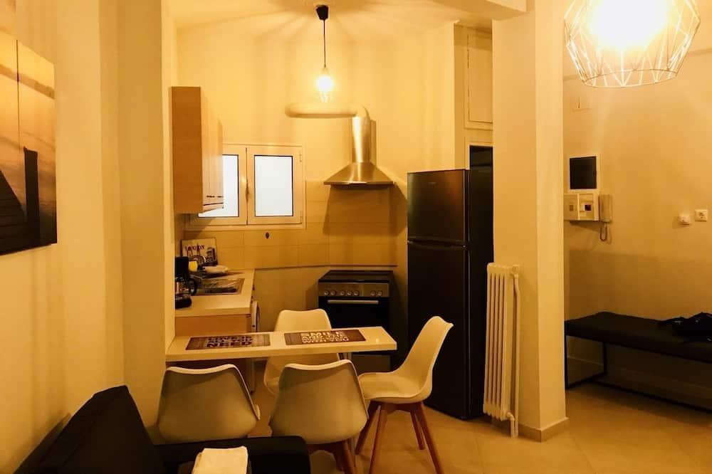 Romantický apartmán, 1 extra veľké dvojlôžko s rozkladacou sedačkou - Stravovanie v izbe
