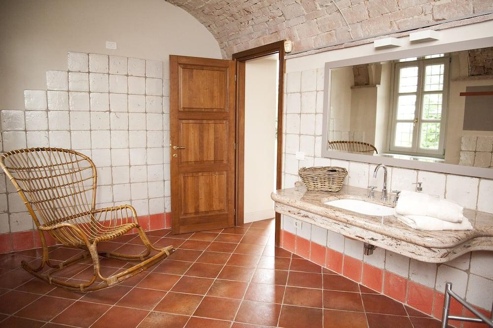 Třílůžkový pokoj typu Comfort, výhled do zahrady - Koupelna