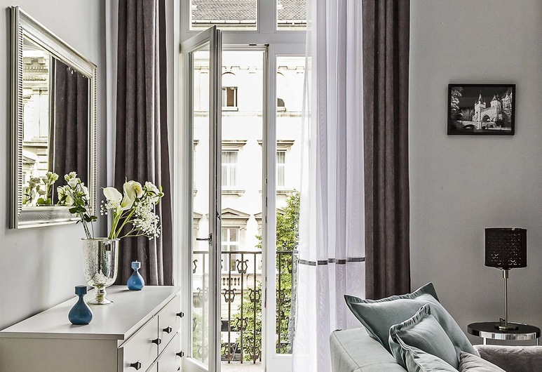Luxury Central Budapest Home, Budapest, Apartment, 2 Bedrooms, Living Area