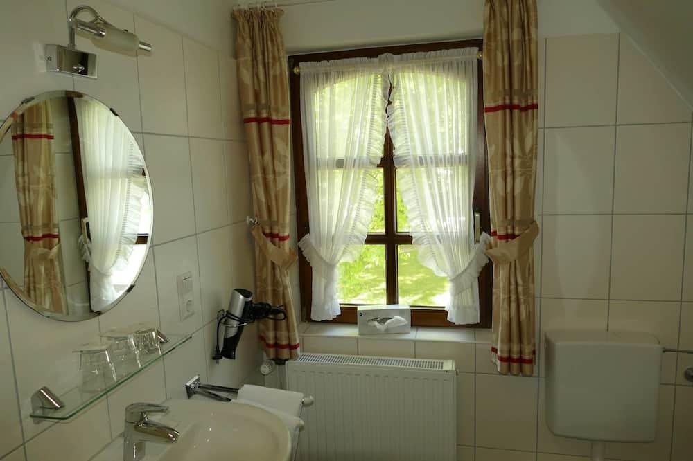 Classic Tek Büyük Yataklı Oda, Bahçe Manzaralı - Banyo