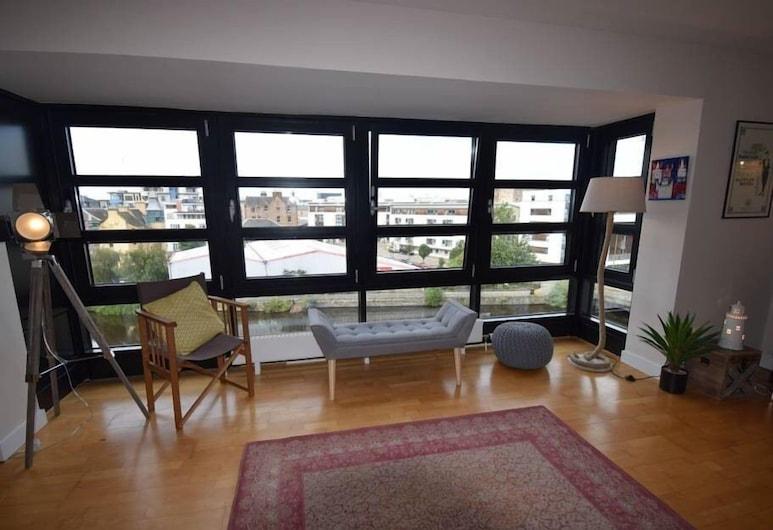 Luxurious Braemore Apartment at The Shore, Edinburgh, Apartment, Ensuite, Canal View, Lounge