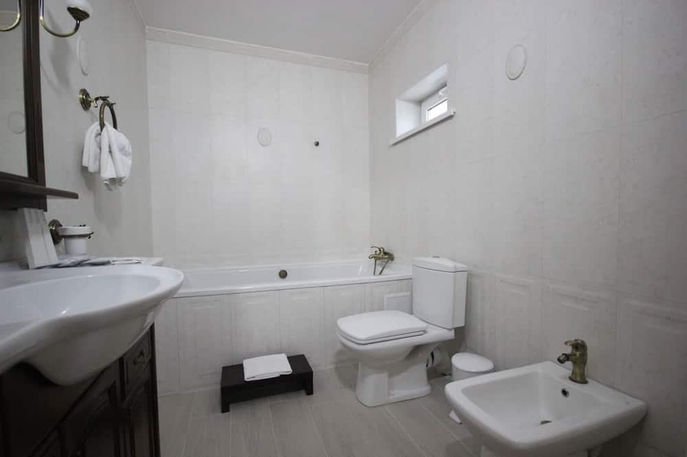 Basic-Dreibettzimmer, Nichtraucher - Badezimmer