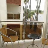 Executive Double Room, 1 Queen Bed, Smoking, Lake View - Lake View