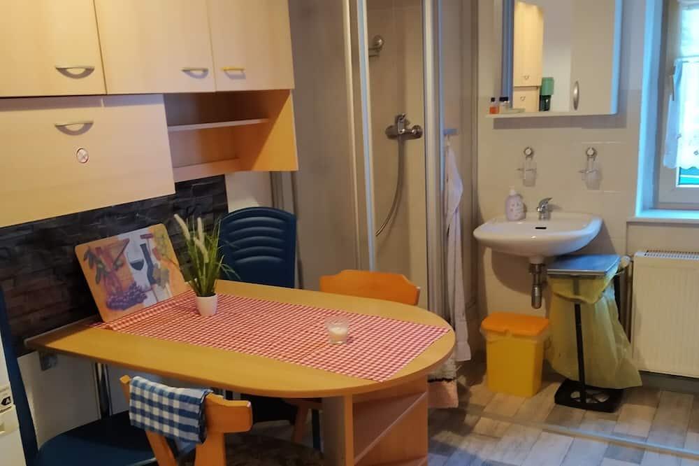 Basic Condo, 3 Bedrooms - Private kitchen