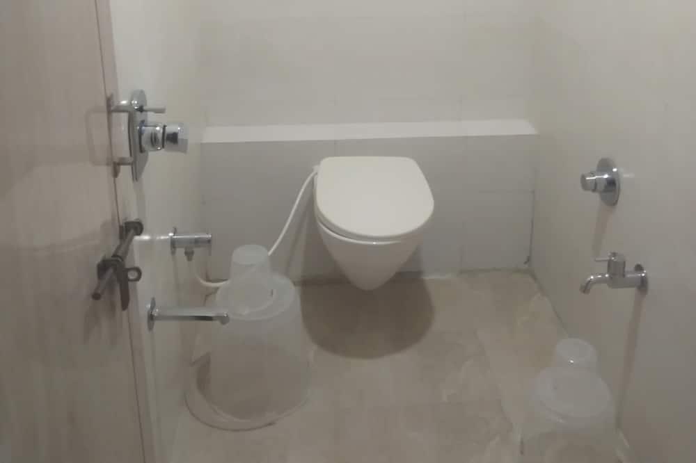 Dormitorio compartido básico, Varias camas - Baño