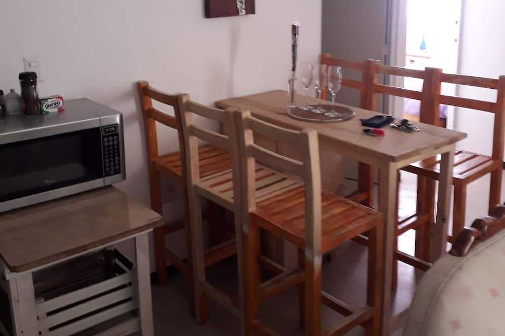 Familie appartement, Meerdere bedden, niet-roken - Eetruimte in kamer