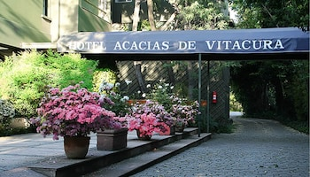 Enter your dates to get the best Santiago hotel deal