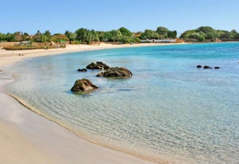 Villa very near the white sandy beach and crystal water ideal for children, Olbia, ชายหาด