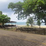 Lulu's Vacation Rental - 6 Bedroom Beach Front Home