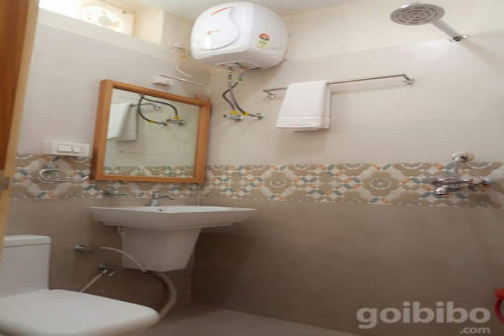Superior Room, 1 Double Bed, Non Smoking, City View - Bathroom