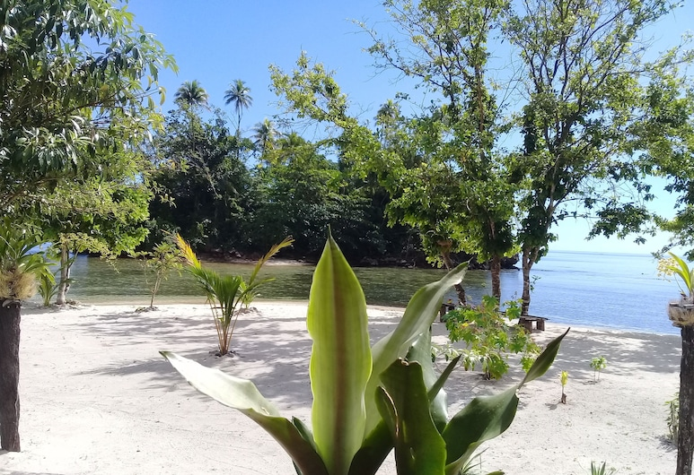 Nusa Nalan Beach Resort, Salemang, Garden