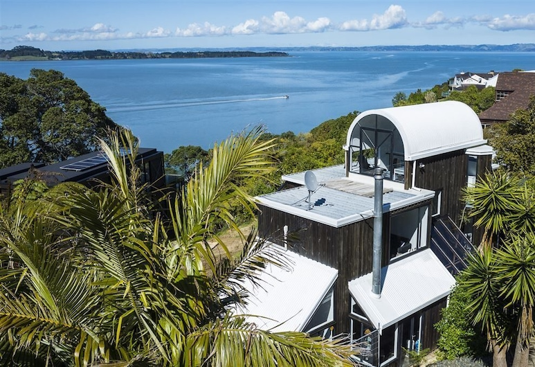 Gigantic 3 Level House with Sea Views, Auckland