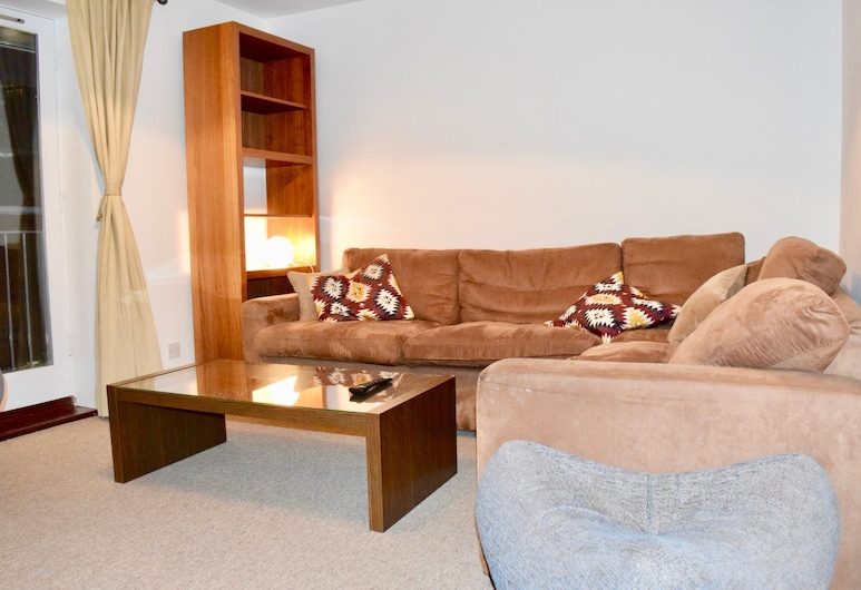 2 Bedroom Apartment In Aldgate East, London