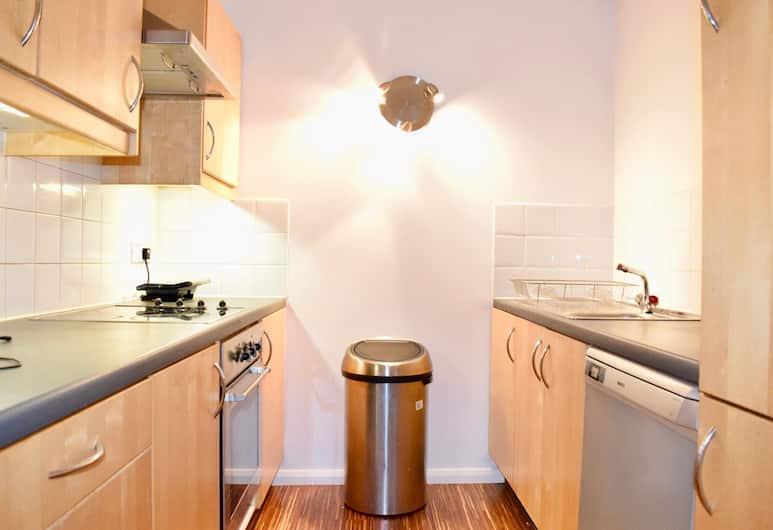 2 Bedroom Apartment In Aldgate East, London
