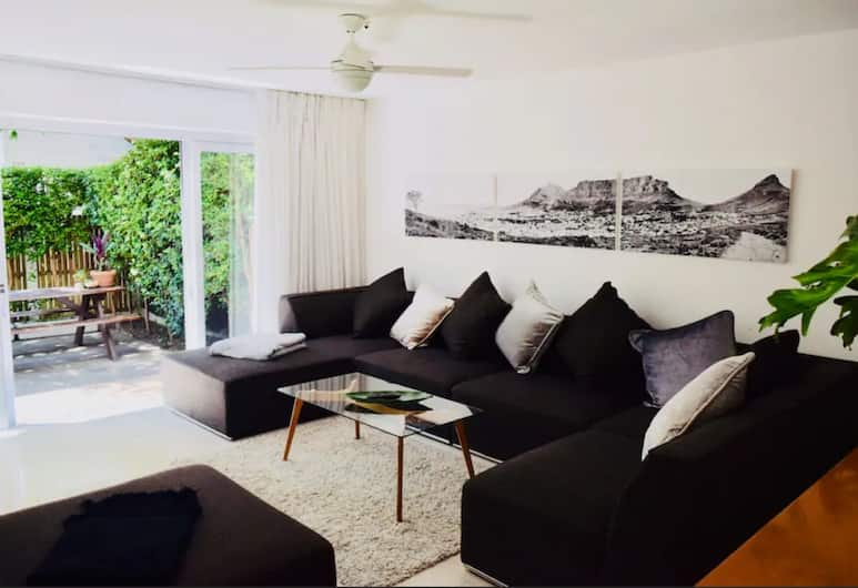 Spacious 3 Bedroom Apartment in Cape Town, Cape Town