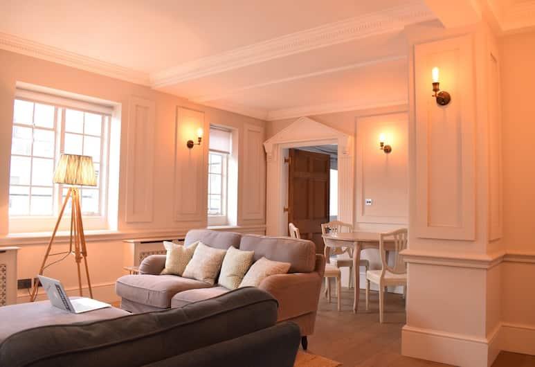 1 Bedroom Mayfair Apartment Near Hyde Park, London, Living Room