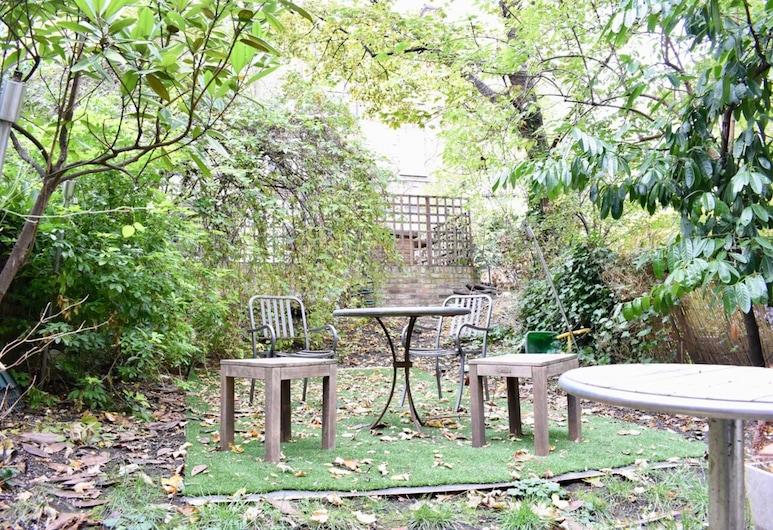 Large 2 Bedroom Flat in Ladbroke Grove With Garden, Λονδίνο