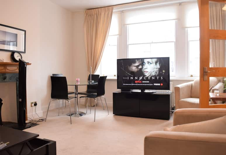 Homely 2 Bedroom Apartment in Earl's Court, London