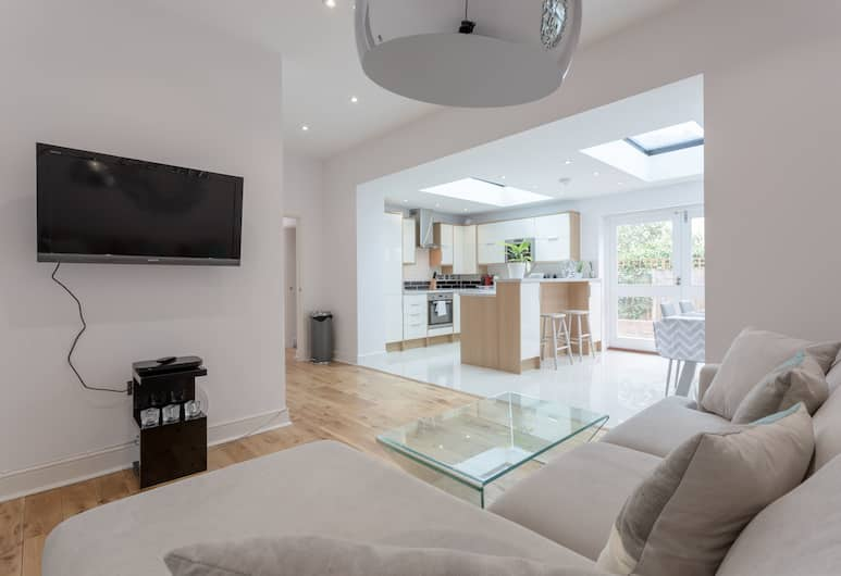Refurbished 2 Bedroom Home With Garden, London, Area Keluarga